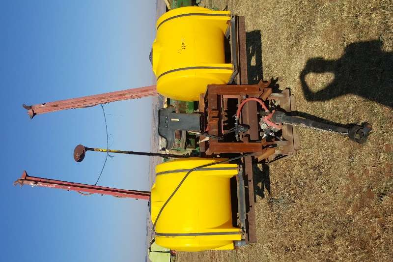 Sprayers and Spraying Equipment Other Boom Sprayers 1000 litre sprayer with Hydraulic boom 0