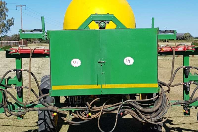 Other Boom sprayers Quantum 3000 Litter Spuit met 27 Meter Boom . En B Sprayers and spraying equipment