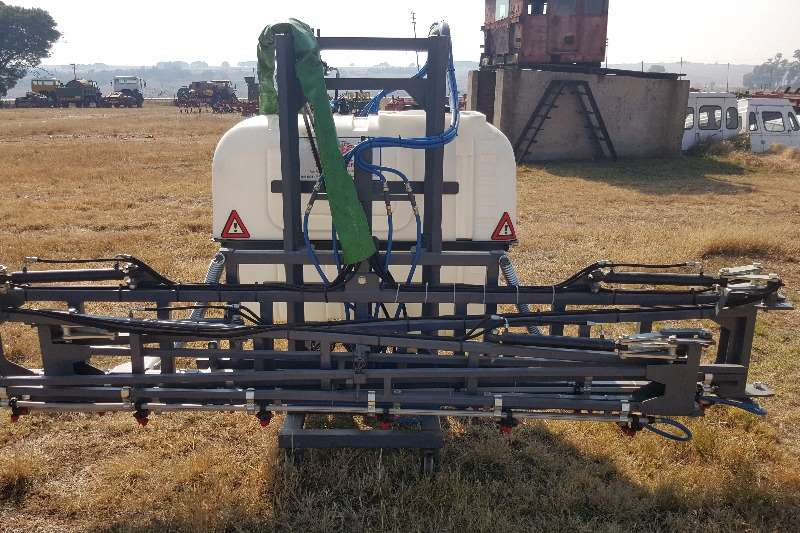 Other 800 litre Spraying equipment