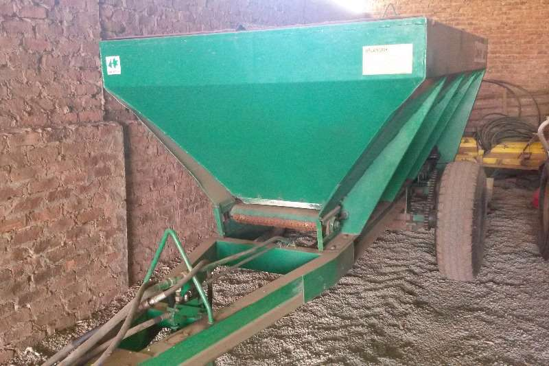 Spreaders-Fertiliser, Lime, Manure Other 5Ton Staalland kalkstrooier 0