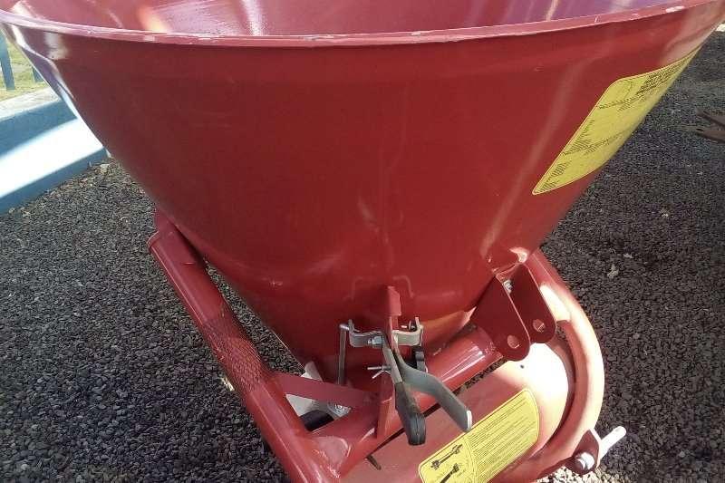 Rovic Other spreaders Cosmo fertilizer spreaderP500 12 meter 500kg Spreaders-Fertiliser, lime, manure