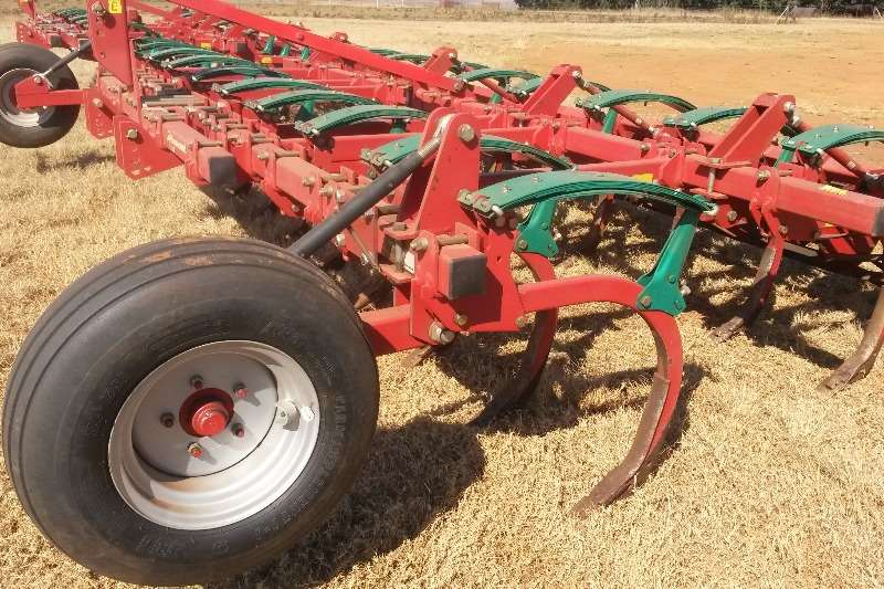 Primary tillers CLC II 19 tand almost brand new.Only 250ha worked Tillers