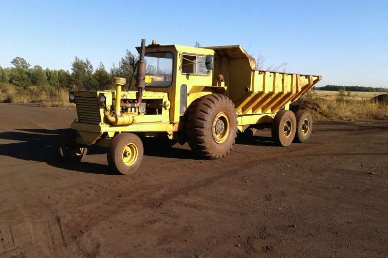 Tractors Bell 1706 TL with Shawnee Poole Tip Trailer 0