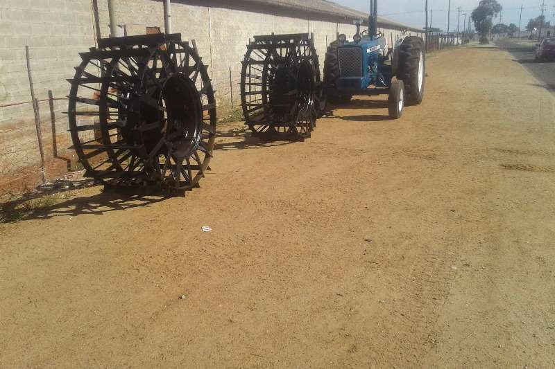 Ford Ford 5000 + 2 x Bypassende Ontbossing Rims Tractors