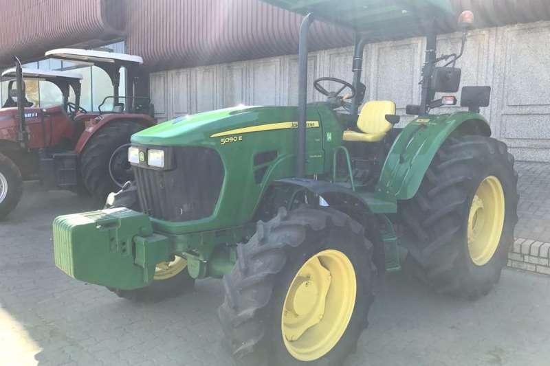 John Deere 2015 John Deere 5090 O-S Tractors