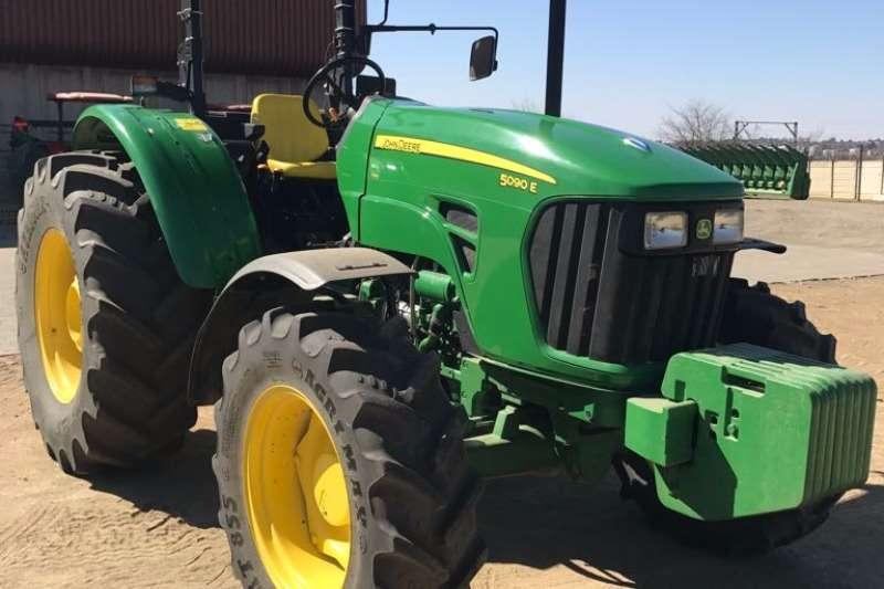 Tractors John Deere 5090 O-S - 2015