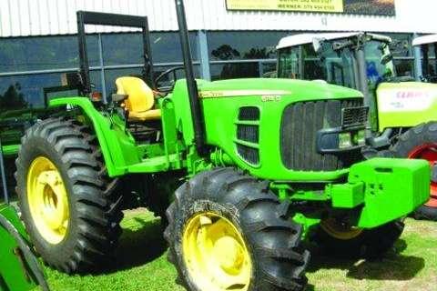 Tractors John Deere 6115D (mfwd) 5 800hrs- 2009