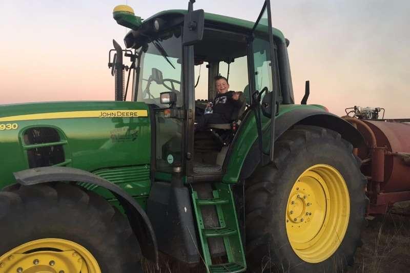 John Deere John Deere 6930 Tractors