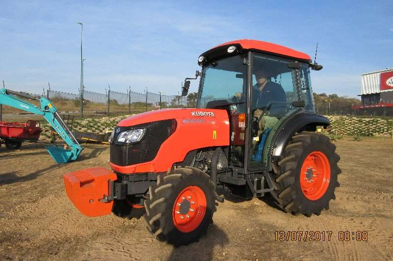 Kubota KUBOTA M8540 NARROW CAB. 4WD 63.1KW Tractors