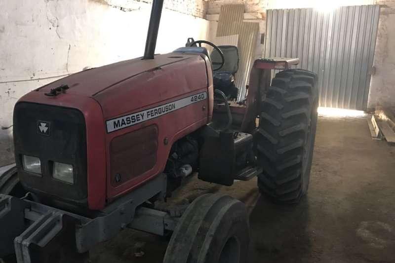 Massey Ferguson Massey Ferguson 4240 Tractors
