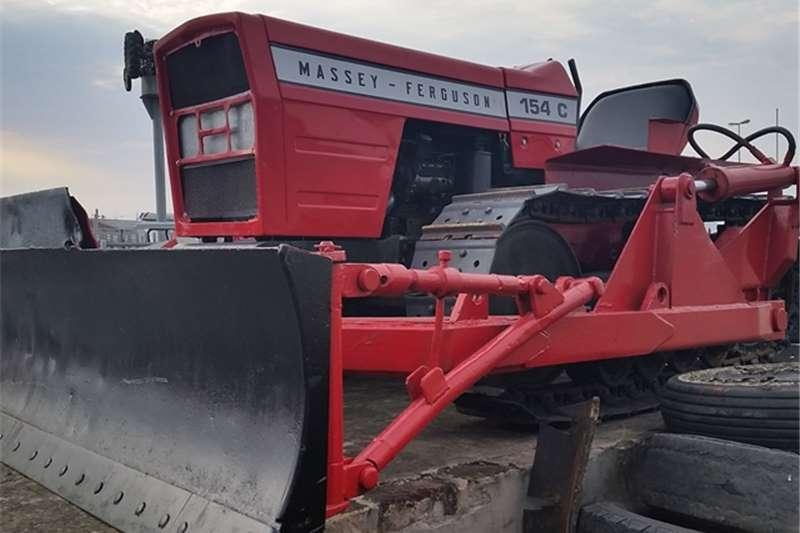Tractors Massey Ferguson MF 154C CRAWLER  0