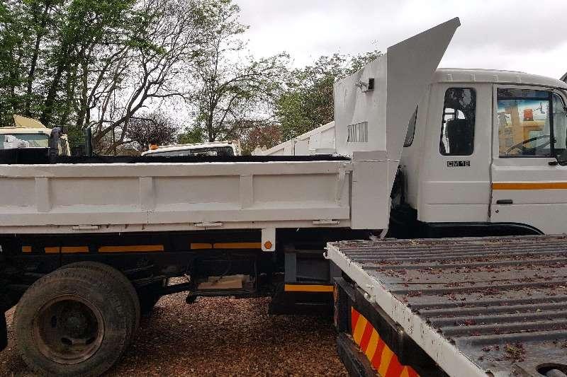 Trucks Nissan 6 ton tipper 0