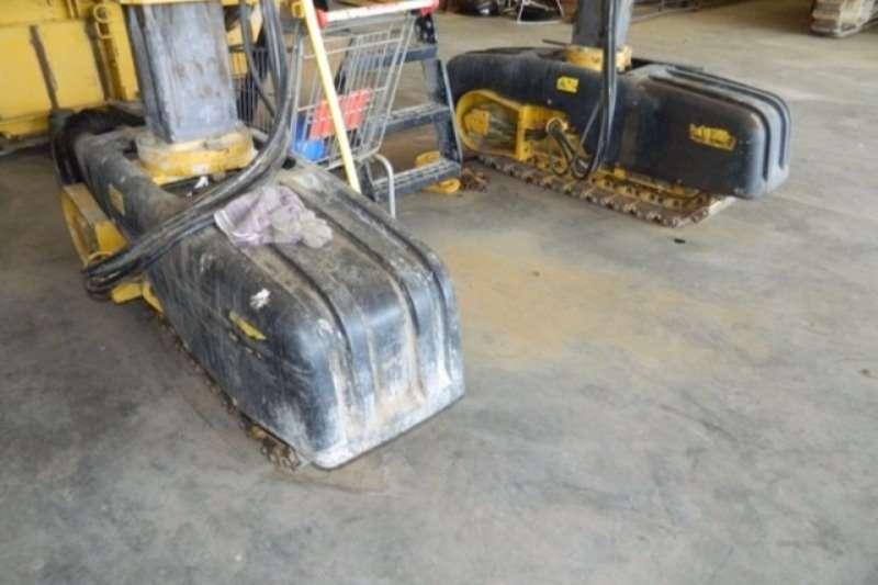 Caterpillar Gomaco Commander II 4 Track Slipform Paver Asphalt paver