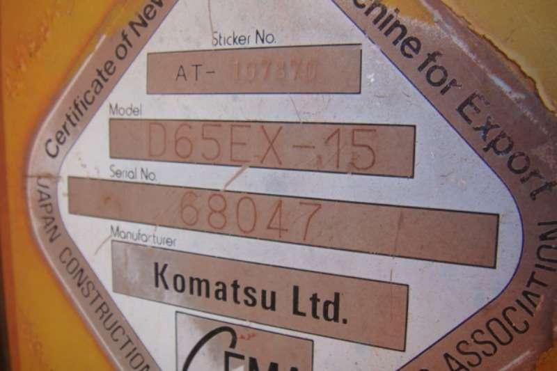 Komatsu D65EX-15 Dozers