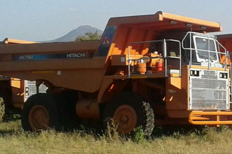 Dumpers Hitachi EUCLID EH750 2005