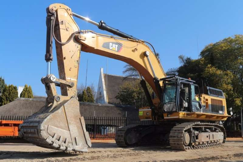 Excavators Caterpillar 374D 2004