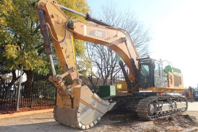 Excavators Caterpillar 374DLME 2014