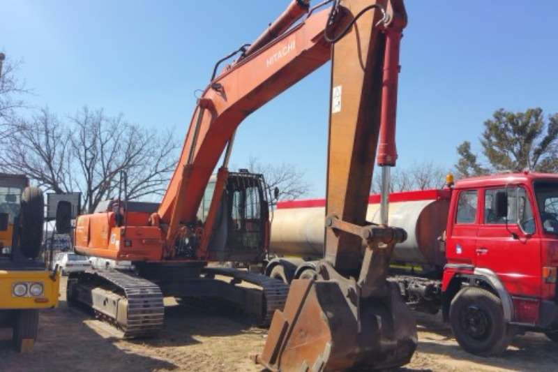 Hitachi ZX330LC (33t) Excavators