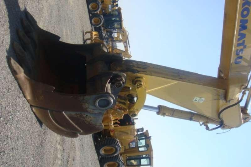 Komatsu PC600-7 Excavators