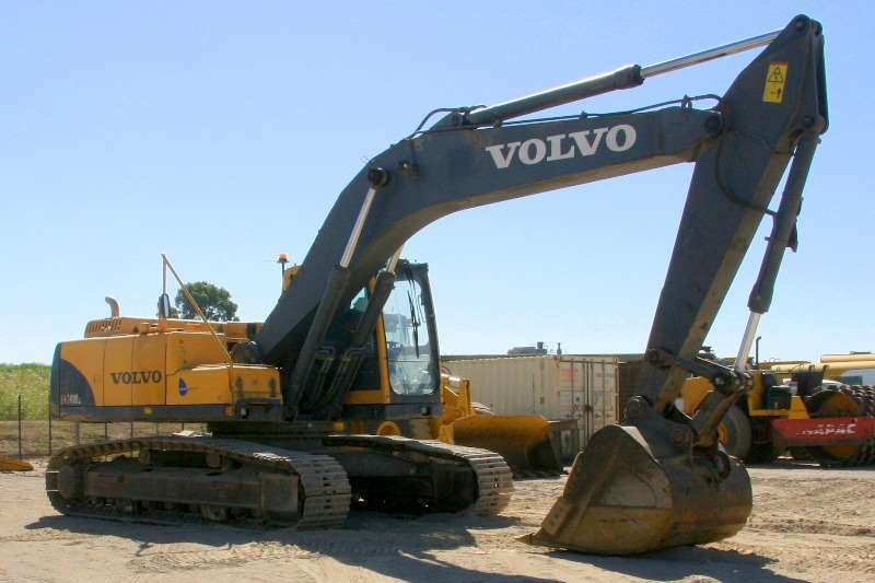 Excavators Volvo EC240B; Undercarriage 80% 2009
