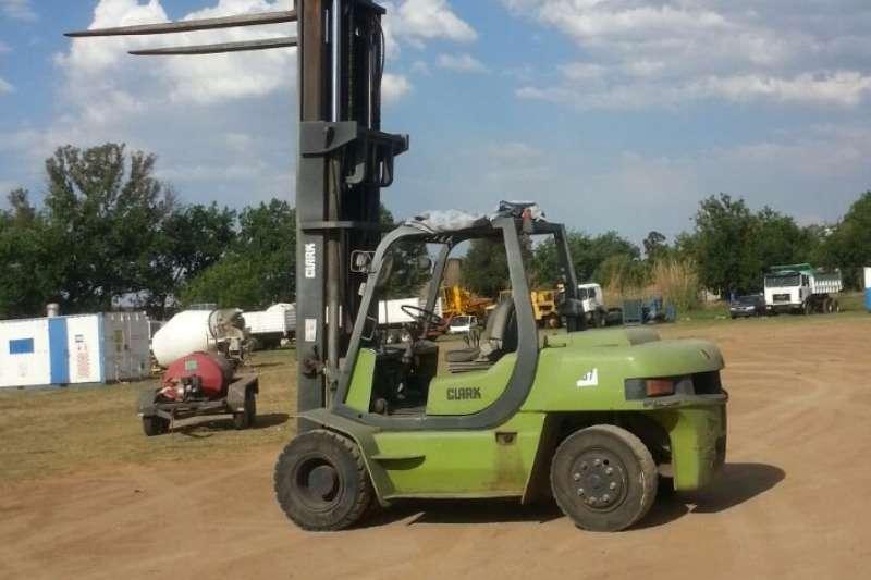Clark (7t) Forklift Forklifts