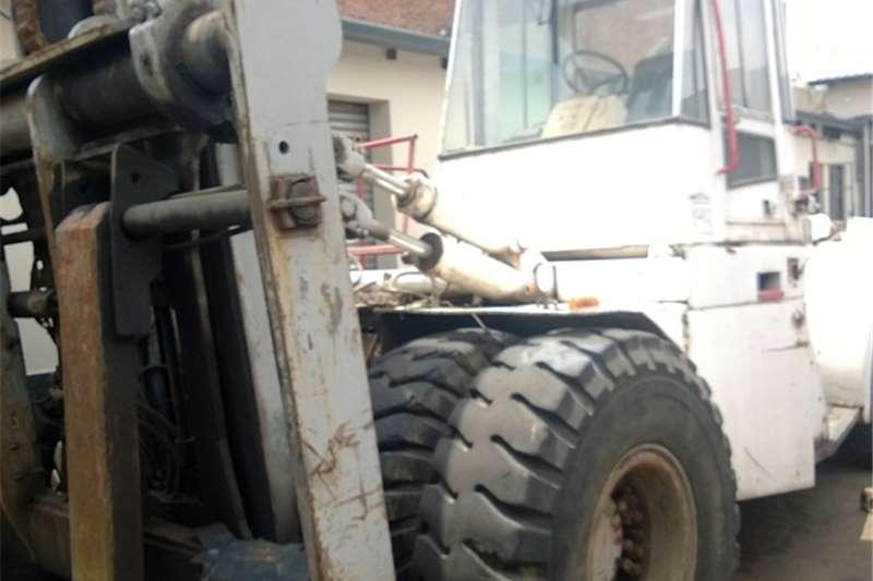 Forklifts Hyster 28 ton Diesel Refurbished 0