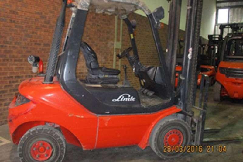 Linde Diesel forklift Linde 2.5 tonH25D Forklifts