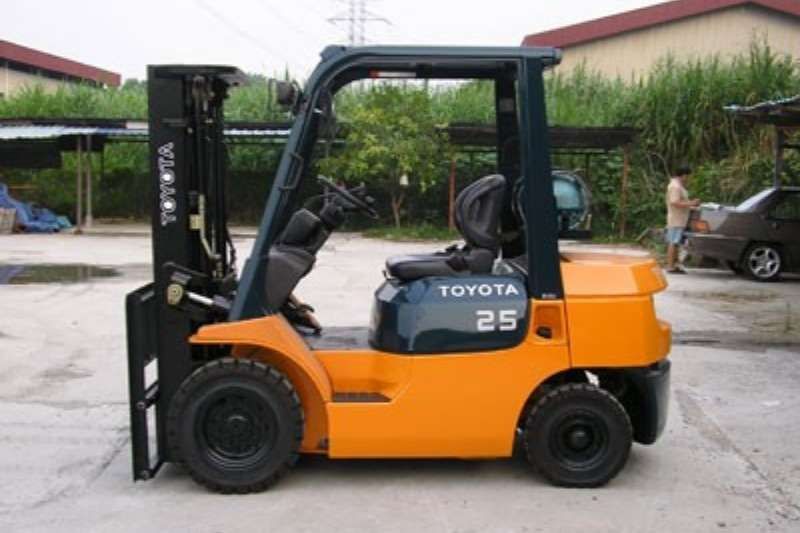 Toyota 2.5 ton Diesel 3 Stage container mast to 4.3 m Forklifts