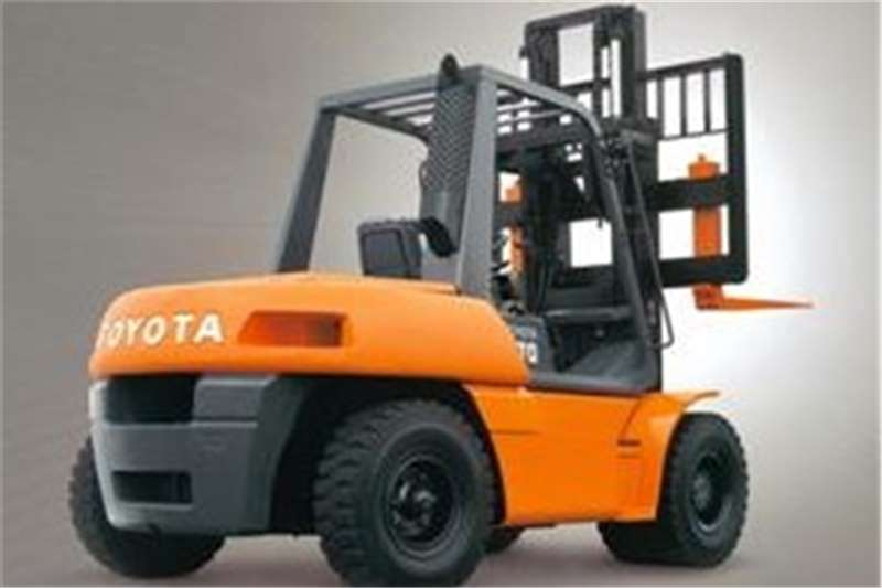 Forklifts Toyota 4 ton diesel 4.3m Lift,  3 Stage Container Mast 2005