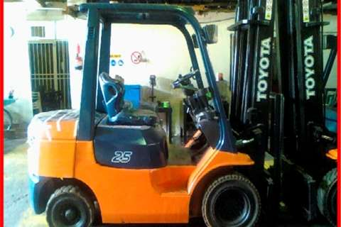 Toyota 4 Ton Diesel 4m 2 Stage Lift Forklifts