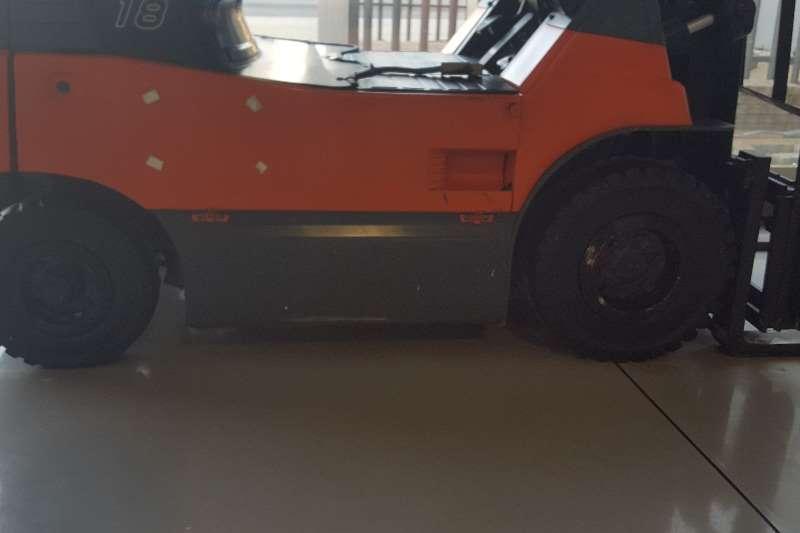 Toyota Landcruiser TOYOTA Forklifts