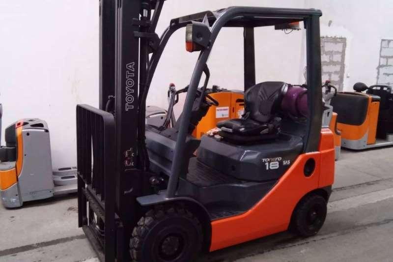 Forklifts Toyota Petrol Forklift 2.5 Ton Forklift/Petrol/GAS Toyota 8FG25 2011