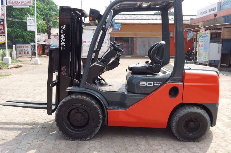 2011 Toyota 3 0 Ton Forklift Petrol Gas Toyota 8fg30 Petrol Forklift Forklifts Machinery For