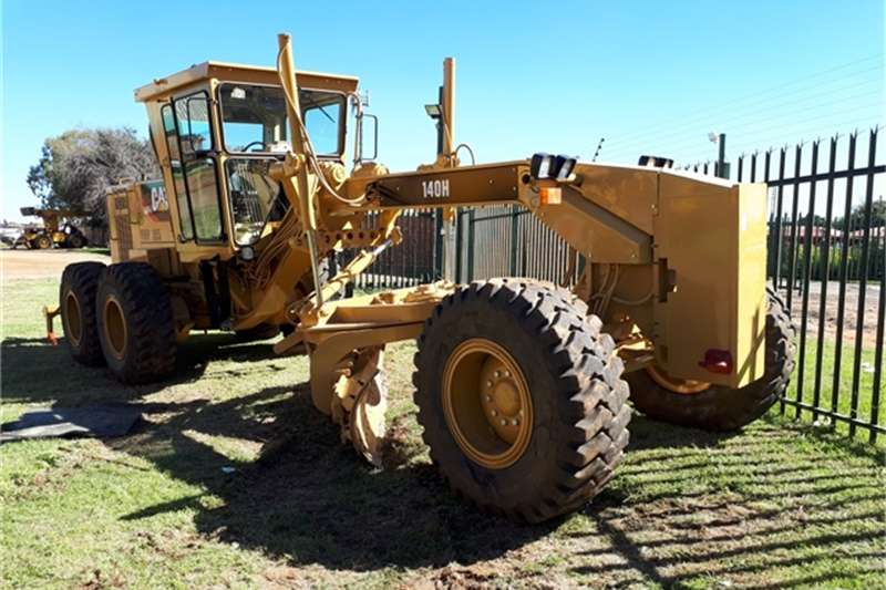 Graders Caterpillar 2002