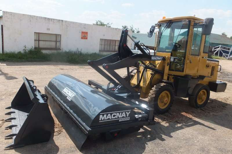 Macnay MACNAY LOADER WITH BROOM Loaders