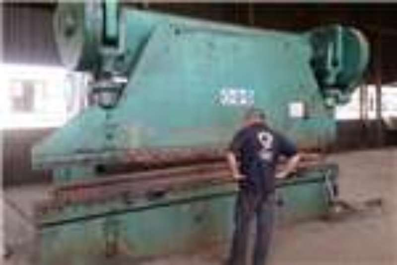 Electric press brake.cincinatti-  4.2m  -+_300ton Others