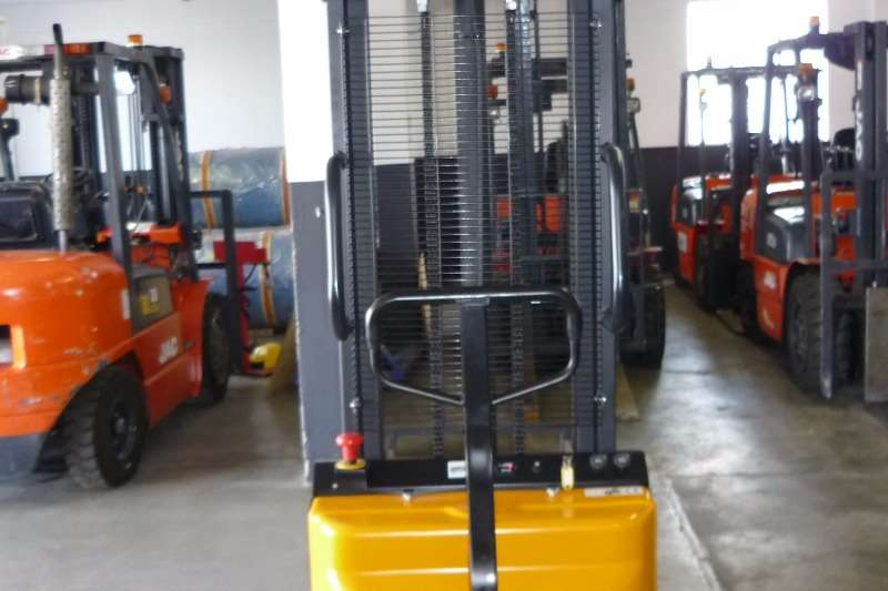Other 1 TON SEMI ELECTRIC STACKER CDD10B Reach stacker
