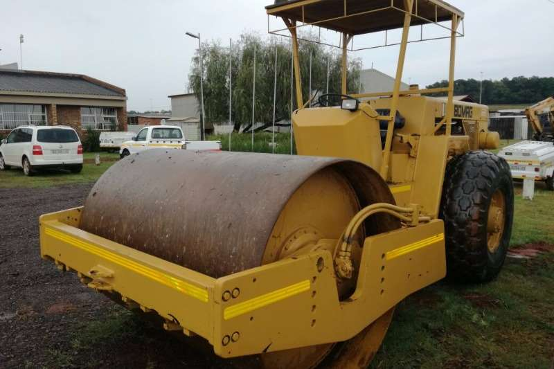 Hamm BOMAG Roller 212 Smooth Drum Roller