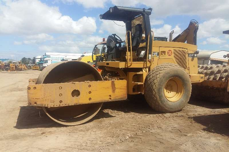 Caterpillar Cat CS533D Rollers