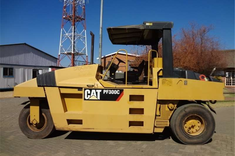 Caterpillar PF-300C Pneumatic Rollers