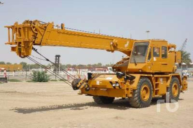 Mitsubishi TR280XL Rough Terrain Crane
