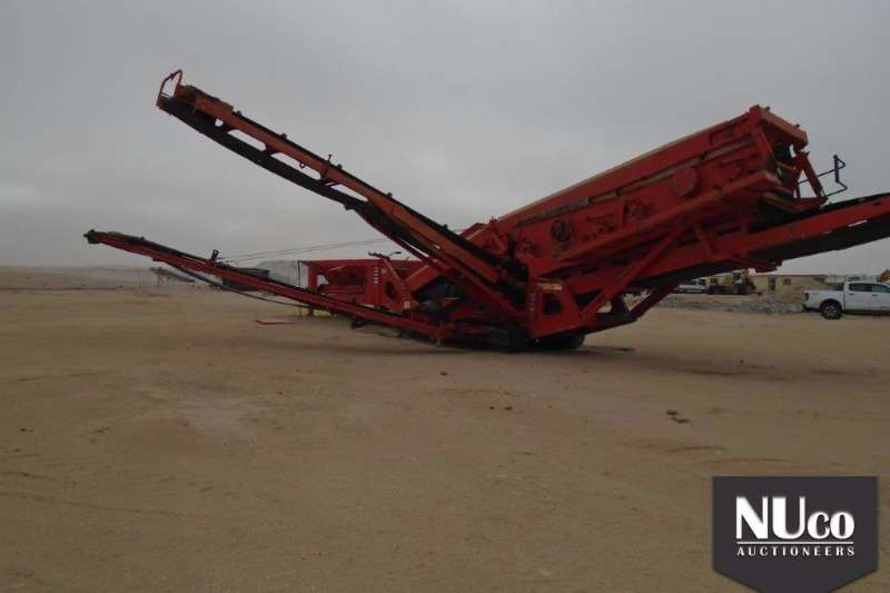 Screeners SANDVIK QA450 TRIPDECK MOBILE SCREEN 2010