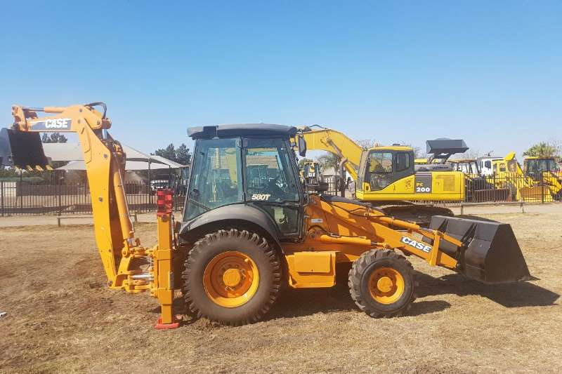 TLBs Case 580T 4X4 (5000HRS) 2012