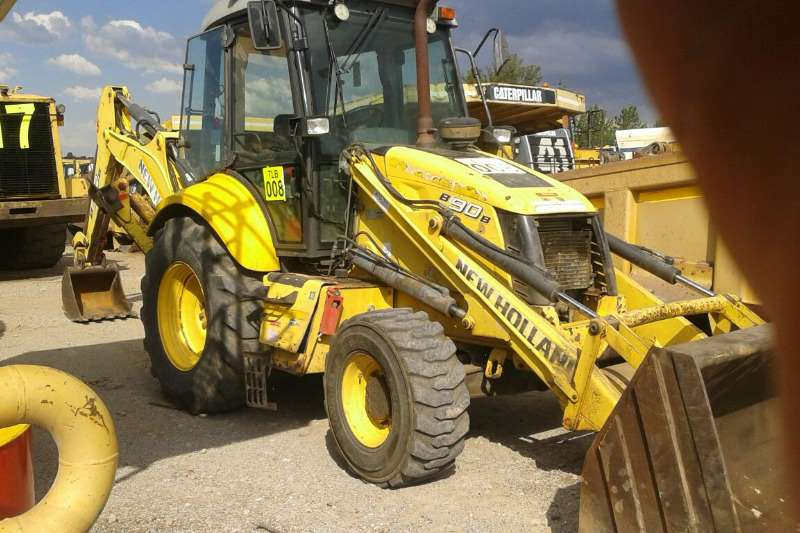 New Holland B90B 4X4 TLBs