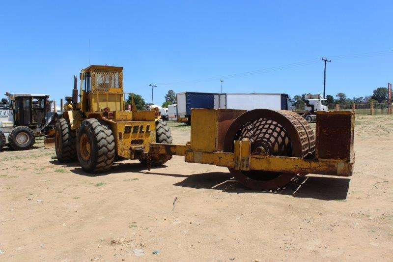 Bell BELL TOW TRACTOR & ROLLER TRACTOR Tractors - towing