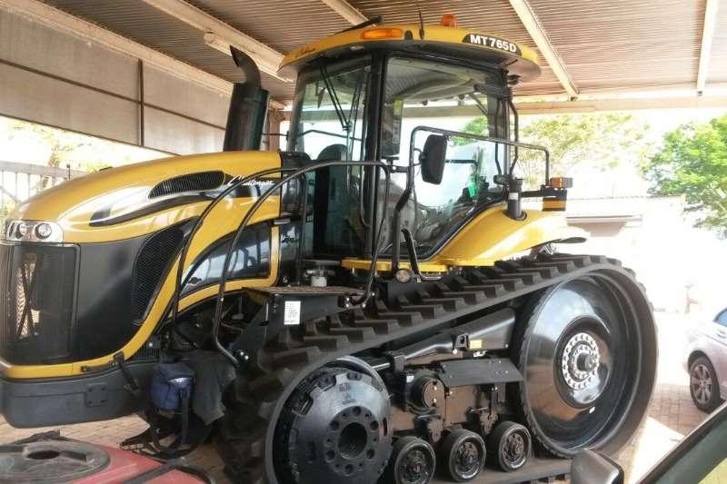 Caterpillar 765 Challenger Tractors - towing