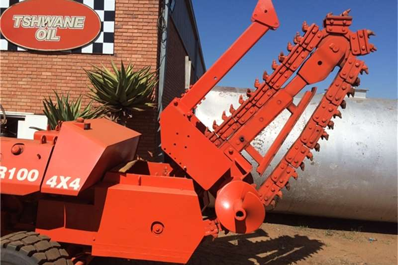 Ditch Witch R100,4x4 TRENCHER Trencher