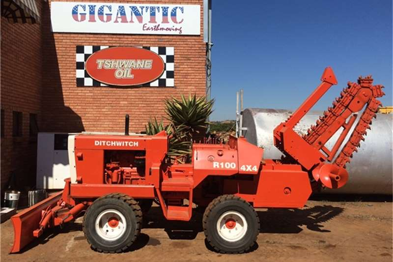 Trencher Ditch Witch R100,4x4 TRENCHER 1984