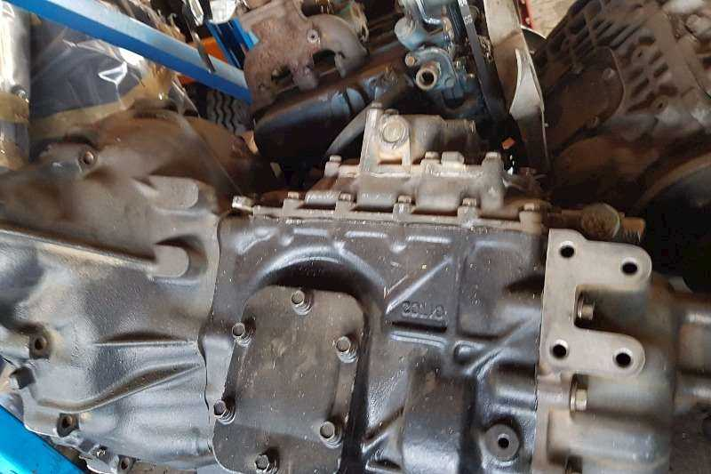 NISSAN UD40 GEARBOX R15000