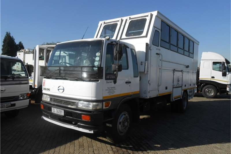 Hino 26 seater HINO 13-206 OVERLANDER Buses
